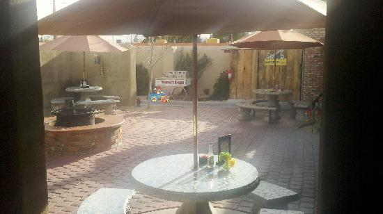 Andele's Dog House : Outdoor Patio