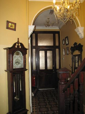 Victoria House B&B: Entryway