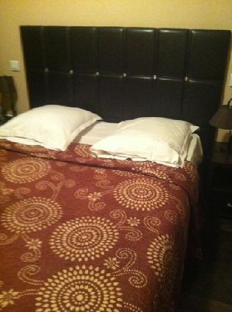 Reims Hôtel : camera da letto