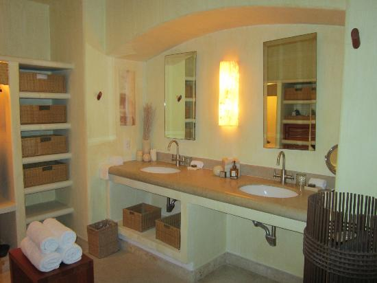 Capella Ixtapa: Bathroom
