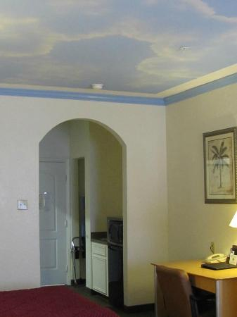 Captain Inn & Suites: Comfort Inn & Suites, Seabrook, cute ceilings!