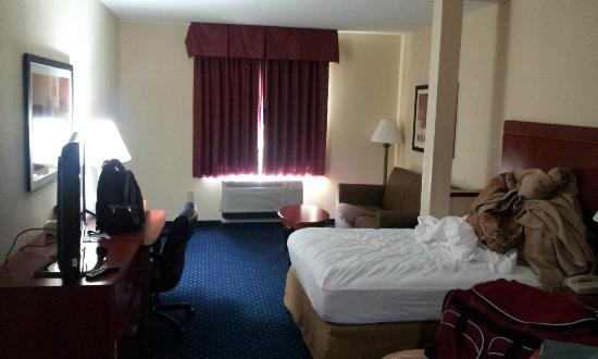 Comfort Suites Biltmore Square Mall: In my room