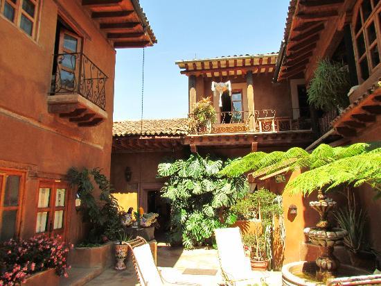 Hotel Casa Encantada: Habitaciones en el patio posterior