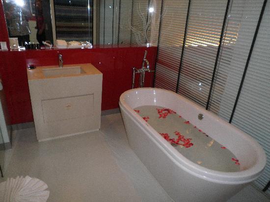 B-Lay Tong Phuket: Bathroom Grand Deluxe B Lay Tong