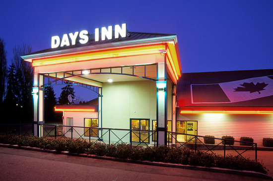 Days Inn - Nanaimo: Front Entrance