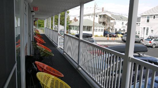 Kebek 2 Motel: le balcon, vue de notre chambre