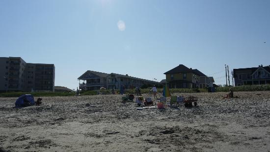 Kebek 2 Motel: vue de la plage vers le motel, le soleil couchant