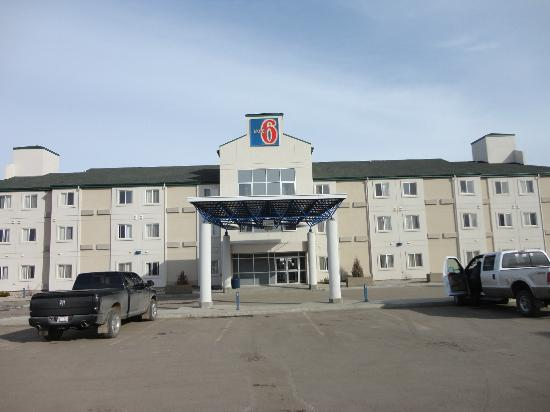 Motel 6 Stony Plain, AB: Outside...