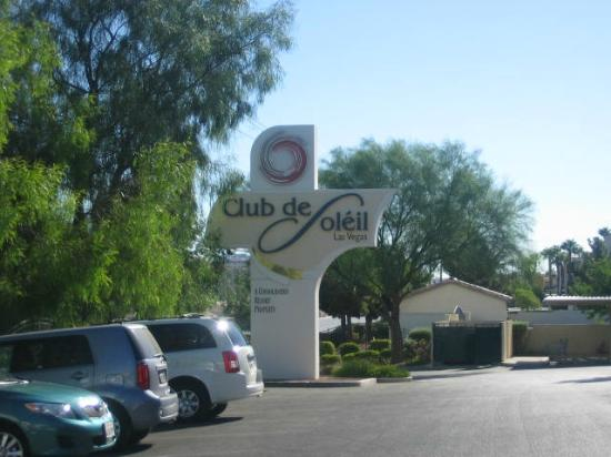 Club de Soleil All-Suite Resort: Hotel Sign/Entrance