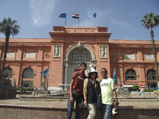 Emo Tours - Day Tours : at the Garden area of the Egyptian Museum