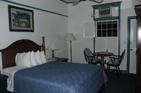 "BEST WESTERN Pioneer Inn: ""queen bed, lanai balcony"" room"