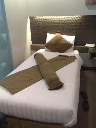 Magallanes Square Hotel: This is the single bed which is actually good if you have kids with you