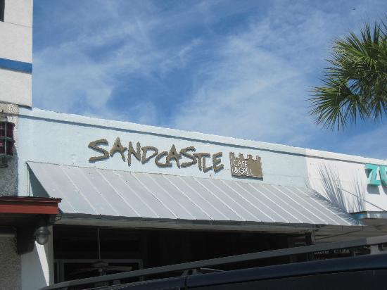 Sandcastle Cafe & Grill: Near the pier on St. Simons