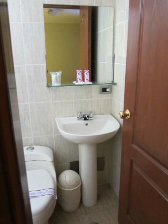 Antawasi Hotel : Baño