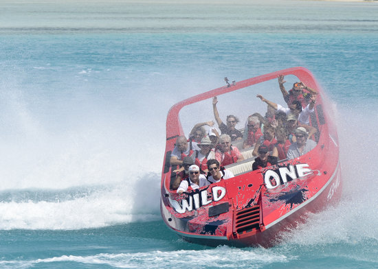 Leeward, Προβιντενσιάλες: Wild One Jet Boat Ride Turks & Caicos Islands