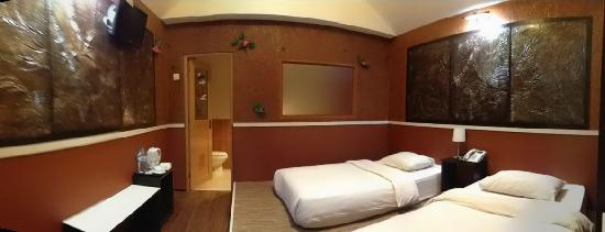 Golden View Hotel Batam: Golden view kampung chalet room