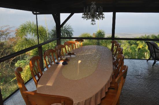 Aloha Guest House: the breakfast table