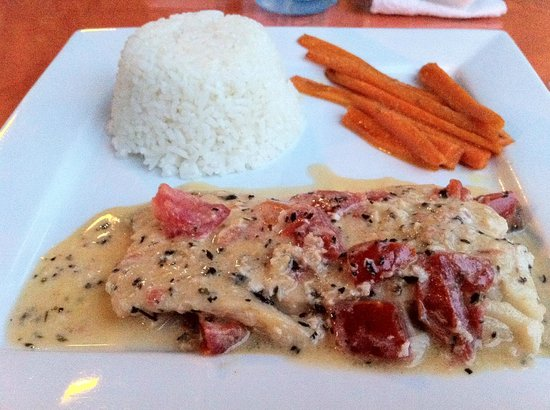 Under the Palm Cafe: Yummy dinner and those carrots just melt in your mouth.
