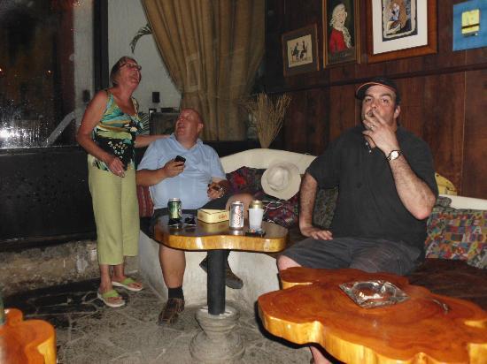 Antigua Tabaco Compania S.A. : the gang