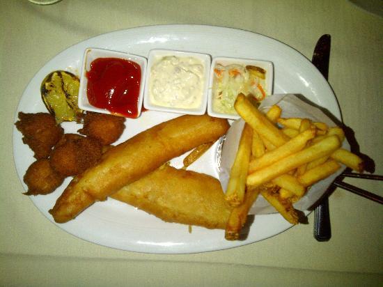 Leopard Lounge & Restaurant: Fish 'n Chips - Finger-licking good! Mmmm!