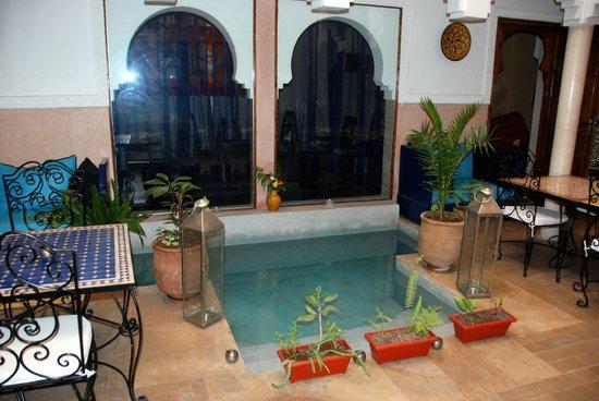 MonRiad: sala ristoro con piscina