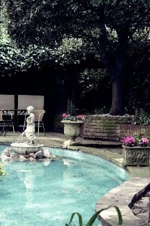 Bedford Hotel : Der Garten lädt Anfangs April auch bereits zum verweilen ein..