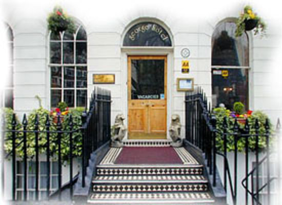 The George Hotel: Entrance