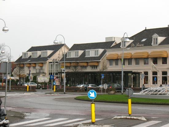 Hotel De Beurs - Streetside