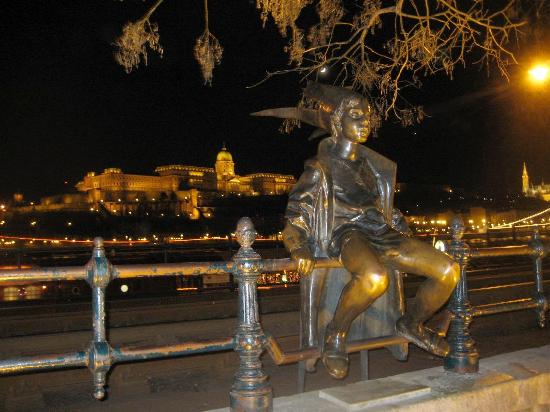 Leonardo Hotel Budapest: Am Donauufer