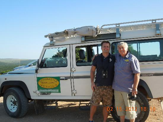 Dungbeetle River Lodge: My husband with Derek on our safari