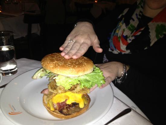 Boardwalk Bar & Grill: Delicious and massive burger!