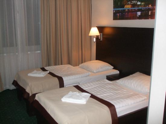 Royal Dragon Hotel: Room 3016