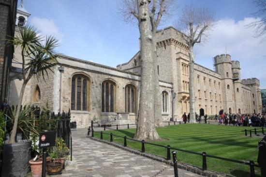 The Chapel Of St Peter Ad Vincula Picture Of Tower Of London London Tripadvisor