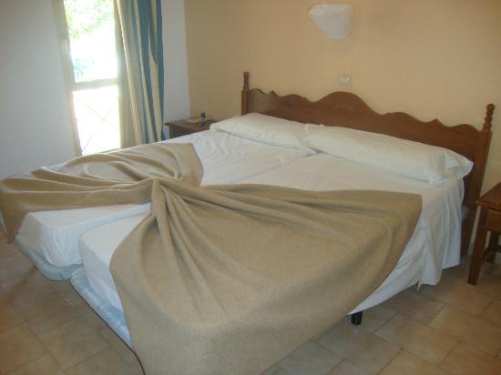 Sol Jandia Mar Aparthotel: la camera da letto (un giorno la ragazza delle pulizie ce l'ha sistemata così)