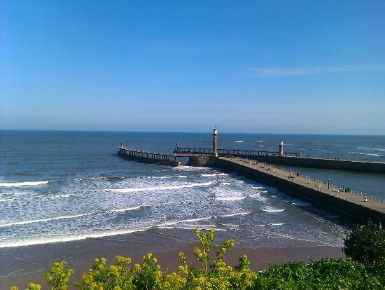 Cherry Blossom Luxury Guest House : Whitby seafront