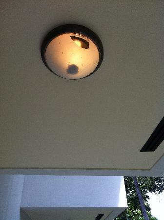 Coconut Beach Resort : Broken Balcony Light