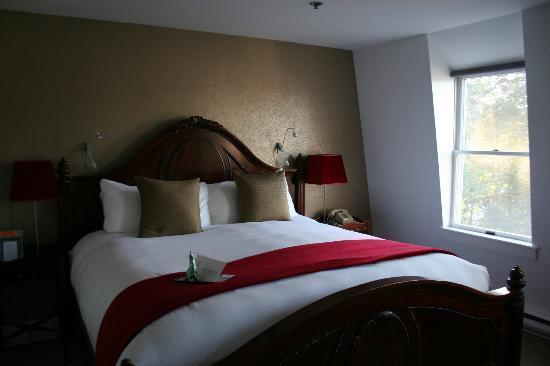 Relais & Chateaux Camden Harbour Inn: stilvolles Schlafzimmer