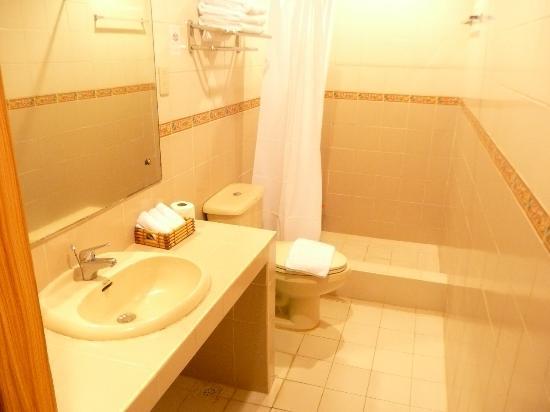 Paras Beach Resort: Bathroom