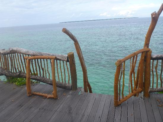 Amatoa Resort: Railings falling apart