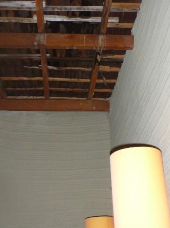 Amatoa Resort: Roof leaking