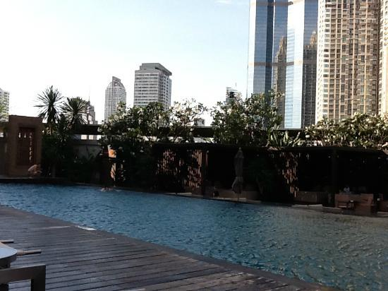 Golden Tulip Sovereign Hotel Bangkok: Anantara Hotel swimming pool