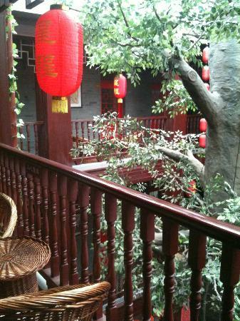 Starway Hotel Pichaiyuan Courtyard: View outside room.