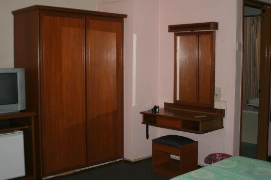 Hotel Mingood: Wardrobe & makeup table.