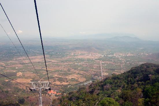 Linh Son Truong Tho pagoda: Подъем на фуникулере