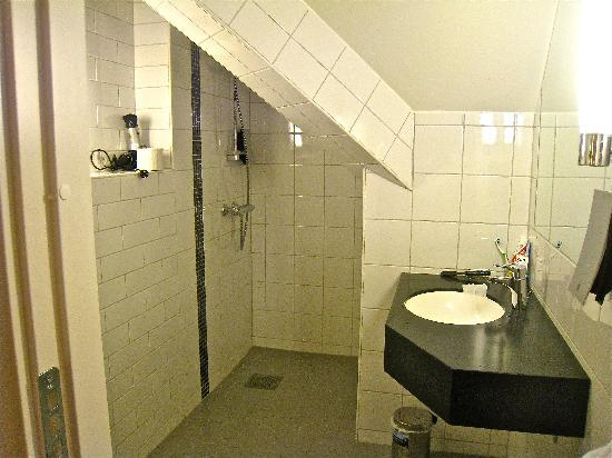 Clarion Collection Hotel With: Shower room (loo behind door)