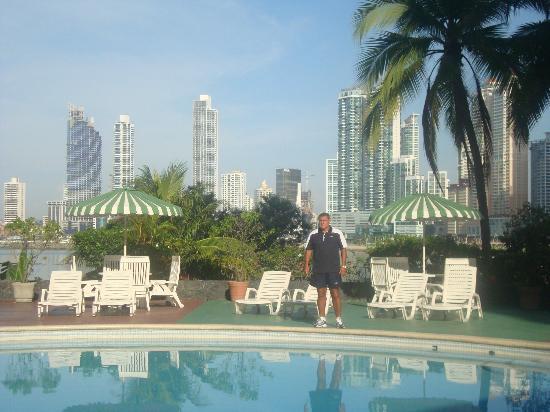 Plaza Paitilla Inn: piscina con buena vista