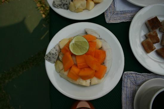 Luang Prabang Residence : Assiette de fruits