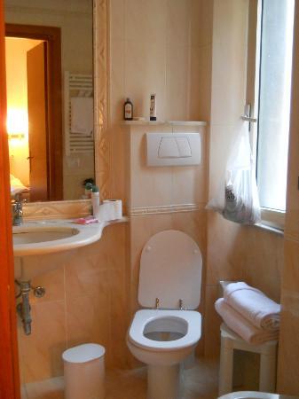 Hotel San Giusto : bagno con bidet rotto