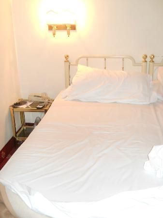 Hotel San Giusto : letto matrimoniale(due letti singoli uniti)