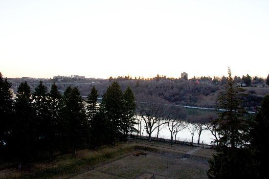 Delta Hotels by Marriott Bessborough: sunrise
